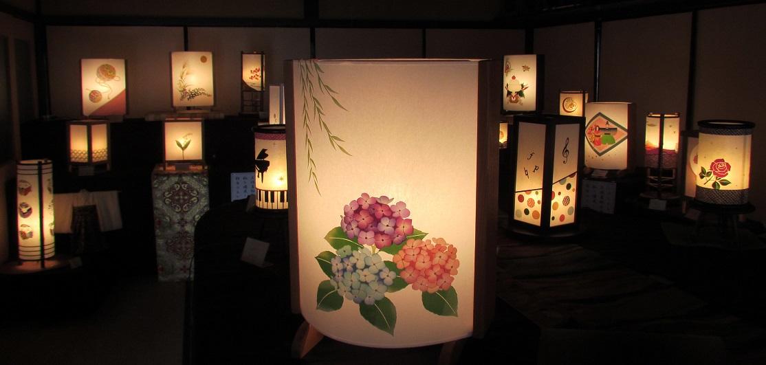 099H269 着物生地で作ったおしゃれな行灯(あんどん) 秋の植物