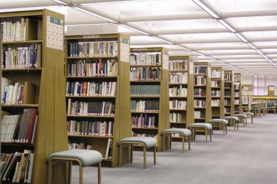 学校図書館や県立図書館の蔵書の充実