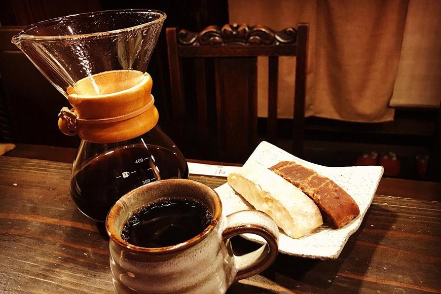 【珈琲・お茶請けセット】人気料理店の≪自家焙煎≫挽き立て深煎りコーヒー「MYU BLEND」(粉) 400g・島原伝統駄菓子「黒棒・白棒」各1袋